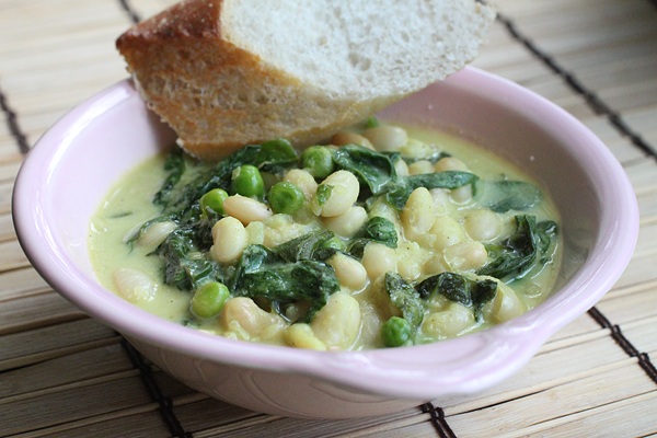 White Beans and Curry with Spinach and Peas Recipe