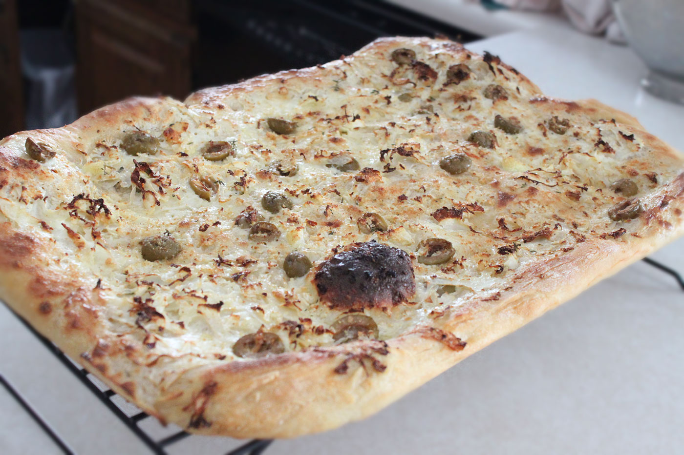 cauliflower and olive pizza simple comfort food recipes that are simple and delicious. Black Bedroom Furniture Sets. Home Design Ideas