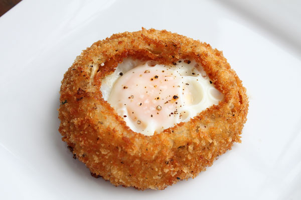 Fried Egg in an Onion Ring